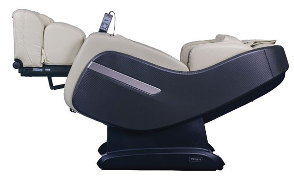 zero gravity recline of Titan OS-Pro Summit massage chair